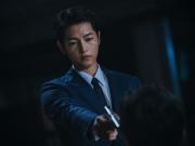 """Song Joong Ki chứng tỏ làn da """"lão hóa ngược"""" suốt 13 năm không đổi, tái xuất phim mới với gương mặt """"baby"""" gây xôn xao dư luận."""